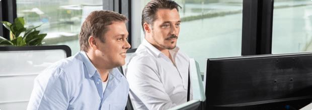 Web Developer arbeiten gemeinsam